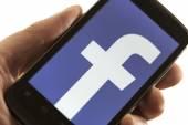 BELGRADE - MAY 15, 2014: Logo of popular social media website Facebook on smart phone screen — Stock Photo