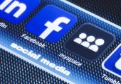 BELGRADE - JULY 11, 2014 Popular social media icons facebook myspace and other on smart phone screen close up — Stock Photo