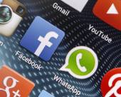 BELGRADE - APRIL 26, 2014 Popular social media icons Facebook, Whatsapp and other on smart phone screen close up — Stock Photo
