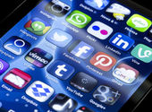 BELGRADE - JUNE 30, 2014 Popular social media icons Twitter, Facebook and other on smart phone screen close up — Stock Photo