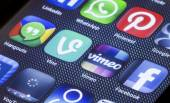 BELGRADE - JULY 05, 2014 Popular social media icons vimeo vine and other on smart phone screen close up — Stock Photo