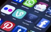 BELGRADE - JULY 05, 2014 Popular social media icons vine youtube and other on smart phone screen close up — Stock Photo