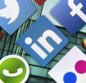 BELGRADE - MARCH 11, 2014: Social media icon Linkedin on smart phone screen — Stock Photo