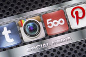 BELGRADE - AUGUST 30, 2014 Social media icons Instagram 500px  and other on smart phone screen close up — Stock Photo