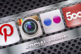 BELGRADE - AUGUST 30, 2014 Social media icons Instagram Flickr and other on smart phone screen close up — Stock Photo