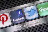 BELGRADE - AUGUST 30, 2014 Social media icons Twitter, Facebook and other on smart phone screen close up — Stock Photo