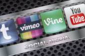 BELGRADE - AUGUST 30, 2014 Social media icons Vimeo, Vine and other on smart phone screen close up — Stock Photo