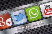BELGRADE - AUGUST 30, 2014 Social media icons Whatsapp, Twitter and other on smart phone screen close up — Stock Photo