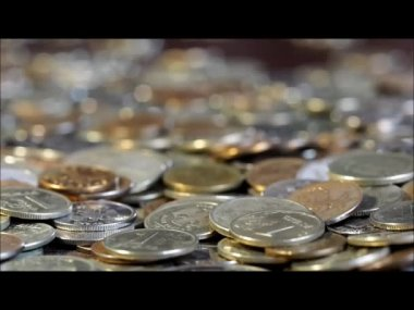Money falls with a clatter. A lot of coins — Stock Video