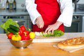 Male chef chopping vegetables — Stock Photo