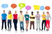 People with colorful speech bubbles — Stockfoto