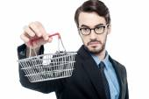 Businessman holding small shopping cart — Stockfoto
