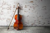 Violin and bow on vintage background — Stock Photo