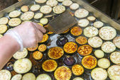 Ring eggplant fried in oil on the grill — Photo