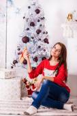 Beautiful girl near christmas tree — Stock Photo