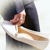 甘い結婚式の靴の手入れ — ストック写真