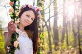 Menina linda ao ar livre na primavera — Fotografia Stock