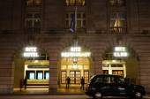 London Ritz Hotel at Night — Stock Photo