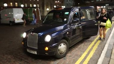 London Taxi TX4 — Stock Video