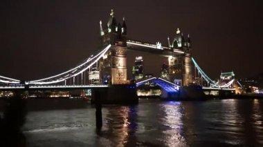 Tower Bridge Lift at Night — Stock Video