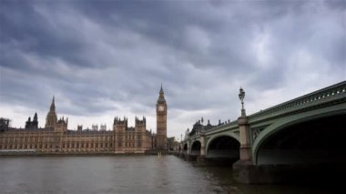 London skyline include Westminster Palace and Big Ben — Stock Video