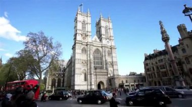 Westminster Abbey include West Door and towers — Stock Video
