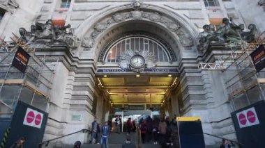 Outside view of Waterloo Station — Vídeo de Stock