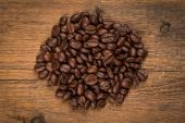 Coffee beans on grunge wooden background — Stock Photo