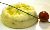 Mashed potatoes and tomato — Stock Photo