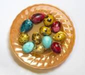 пасху крашеные яйца на белом фоне — Стоковое фото