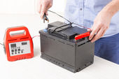 Charging car battery — Stock Photo