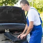 Мобильные автомобильная помощь — Стоковое фото