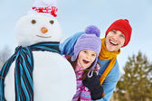 Father and daughter with snowman — Foto de Stock