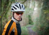 Portrait de cycliste en forêt — Photo