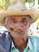 Old man smoking a cuban cigar. — Stock Photo