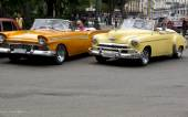 Vintage taxis in Cuba. — Stock Photo
