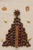 Christmas tree made of coffee and cinnamon — Stok fotoğraf