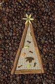 Christmas tree made of cinnamon sticks and coffee — Stock Photo