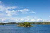 Ladoga lake with small island under sunlight — Stock Photo