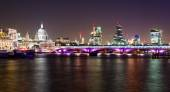 London, night view with Blackfriars bridge and St Paul's Cathedral — Stock fotografie