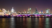 London, night view with Blackfriars bridge and St Paul's Cathedral — Стоковое фото