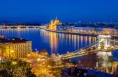 Budapest, Hungarian Parliament and Danube at blue hour — Stock Photo