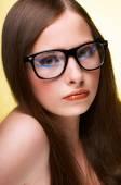 Tienermeisje dragen bril — Stockfoto