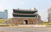 Sungnyemun (Namdaemun) gate (1398) in Seoul, Korea — Stock Photo