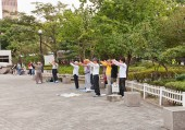 Traditional Korean gymnastics on the street of Seoul, Korea — Photo