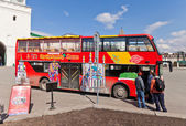 Red city sightseeing bus in Kazan city, Russia — Stock Photo