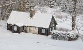 Old cottage in a snowy landscape — Stock Photo