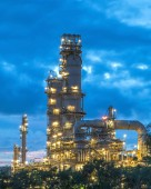 Oil refinery at twilight. — Stock Photo