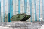English tank Mk V on Constitution Square in Kharkov — ストック写真