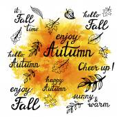 Set of hand-drawn autumn slogans and doodle leaves — Stock Vector